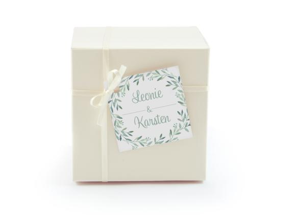 Geschenkanhänger (quadratisch, mit Lochung), Motiv: Blätterkranz GA, Aussenansicht, Farbvariante: gruen