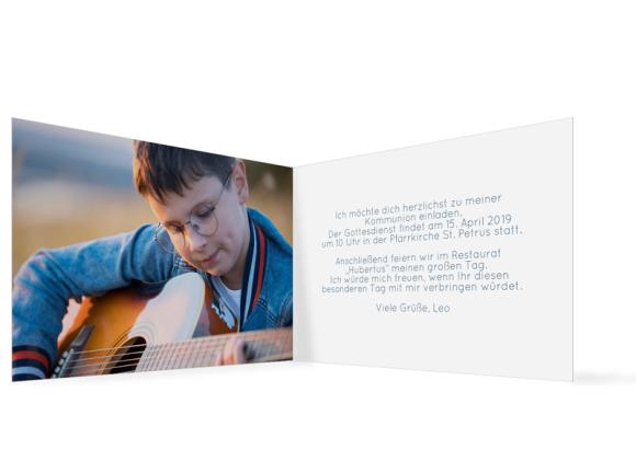 Kommunionseinladungen (Klappkarte mit einem Foto), Motiv: Zweig, Innenansicht, Farbvariante: dunkelblau