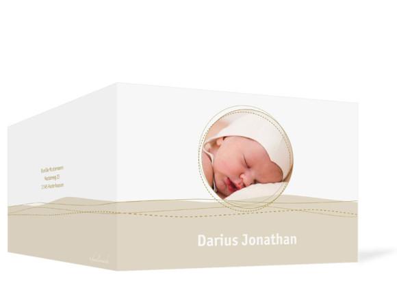 Außenansicht, Klappkarte zur Geburt, Motiv Deborah/Darius, Farbversion: beige