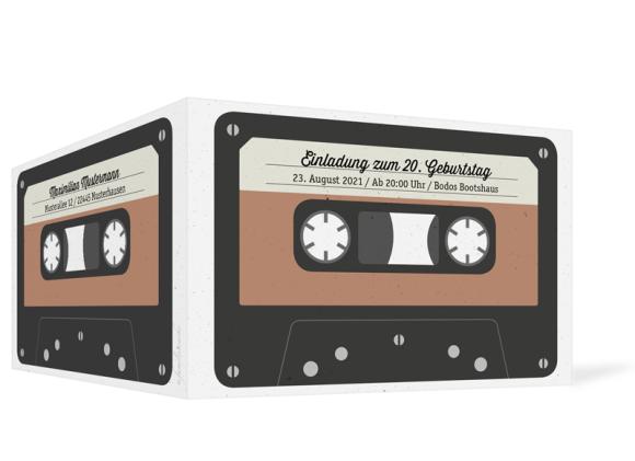Einladung (Klappkarte A6 - quer), Motiv: Kassette, Aussenansicht, Farbvariante: beige