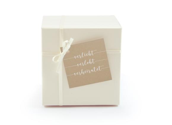 Geschenkanhänger (quadratisch, mit Lochung), Motiv: Gent Natural, Aussenansicht, Farbvariante: weiss