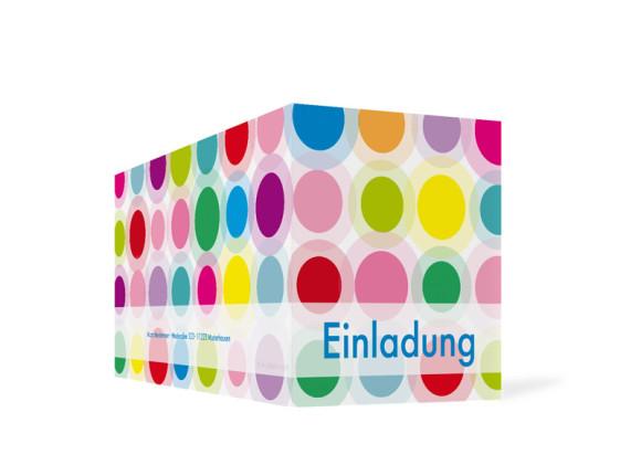 Außenansicht, Einladungs-Klappkarte zum Geburtstag (Format DIN Lang), Motiv Go Round, Farbversion: blau