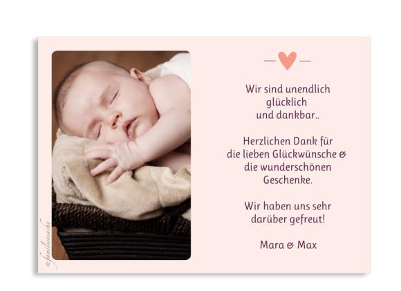 Geburtskarte (Postkarte A6), Motiv: Estelle/Etienne, Rückseite, Farbversion: brombeer/apricot