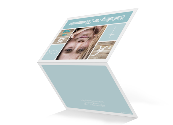 Einladungskarte zur Kommunion (Klappkarte unten geöffnet), Motiv: Lucia / Luca, Aussenansicht, Farbvariante: eisblau