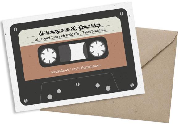 Einladung (Postkarte A6 - quer), Motiv: Kassette, mit Briefhülle, Farbvariante: beige