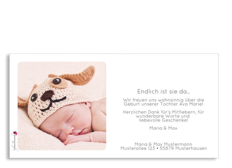 ... Rückseite, Postkarte Zur Geburt, Motiv Ava/Avery, Farbversion:  Dunkelblau