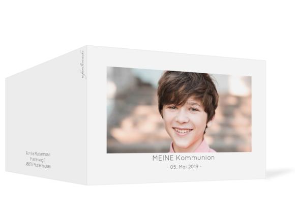 Einladung Kommunion (Klappkarte C6 quer mit Foto), Motiv: Ausblick, Aussenansicht, Farbvariante: grau