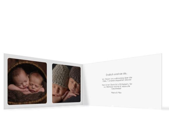 Klappkarte zur Geburt von Zwillingen, Motiv Ava/Avery, Innenansicht, Farbversion: dunkelblau