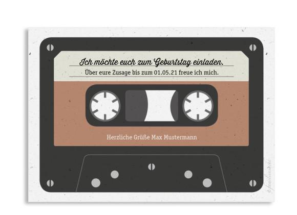 Einladung (Postkarte A6 - quer), Motiv: Kassette, Rückseite, Farbvariante: beige
